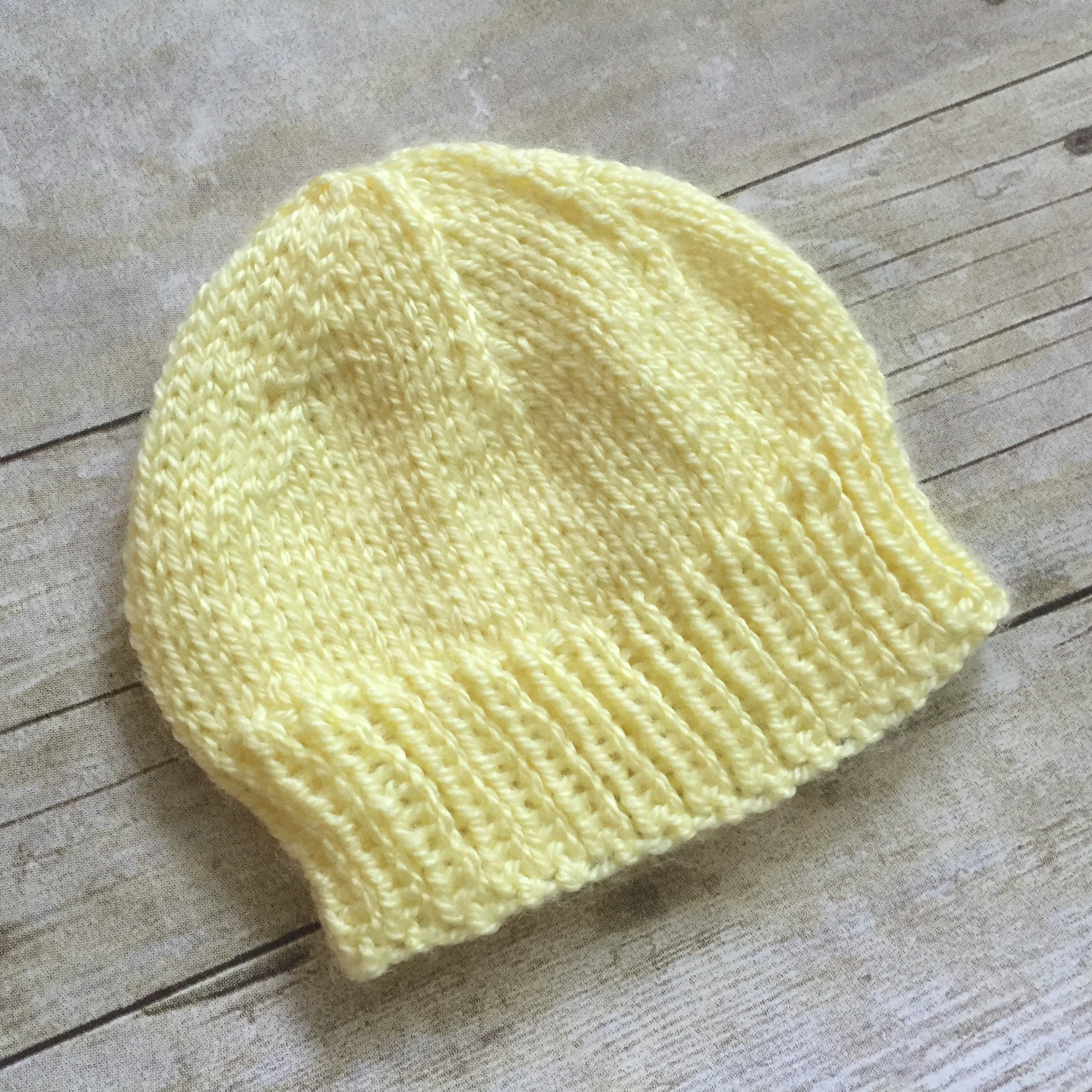 4d9943430017a Newborn Baby Hat to Knit – Free Knitting Pattern – SwanJay